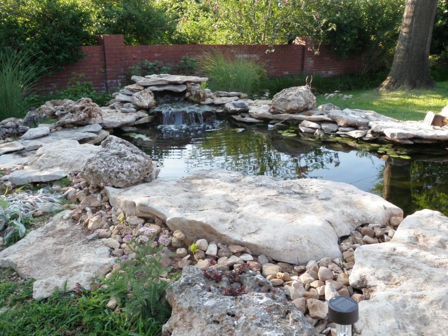 Design different garden photo pond for Cool fish ponds
