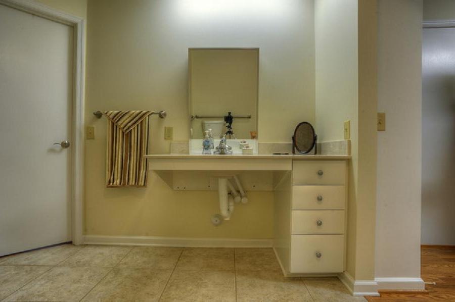 Photos of handicapped accessible bathrooms for Ada accessible bathroom