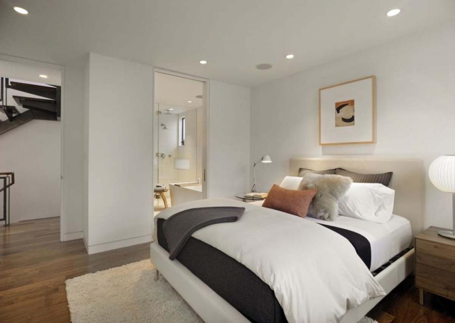 16 Cool And Modern White Bedroom Designs : Amazing Clean White...