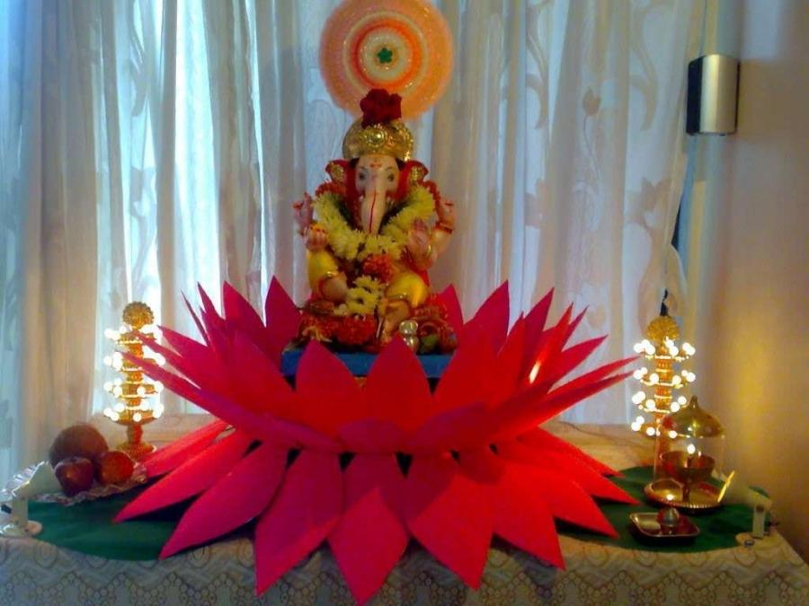 Ganpati decoration home photos for Background decoration for ganpati