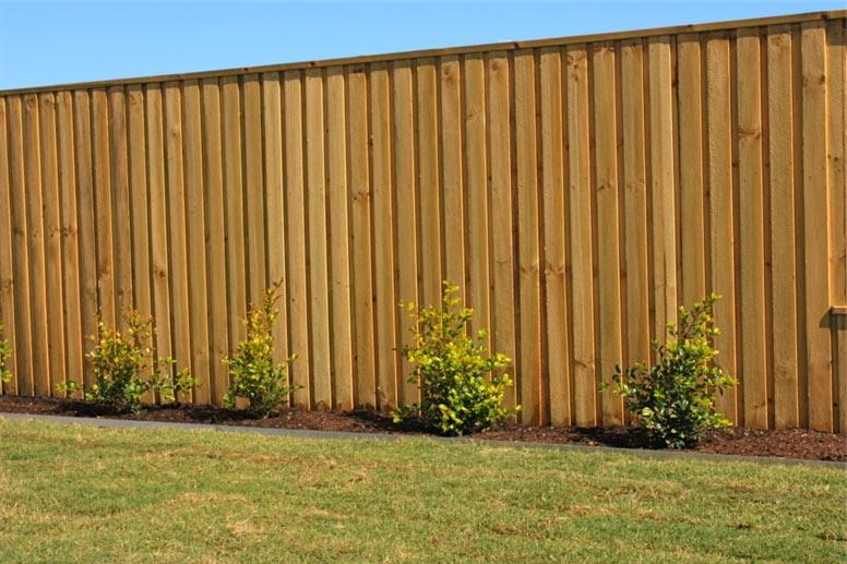 Lapped and Capped 1800h Treated Pine Paling Fence