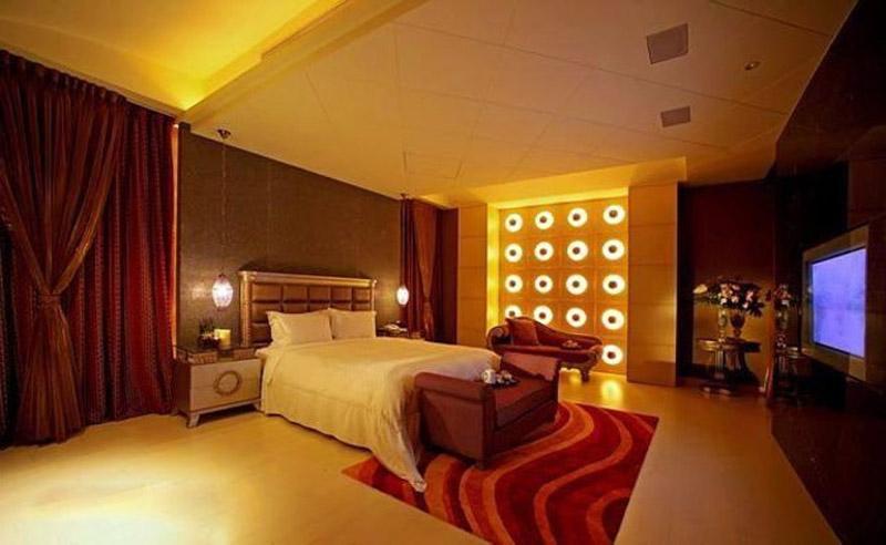Amitabh Bachchan House Photos From Inside