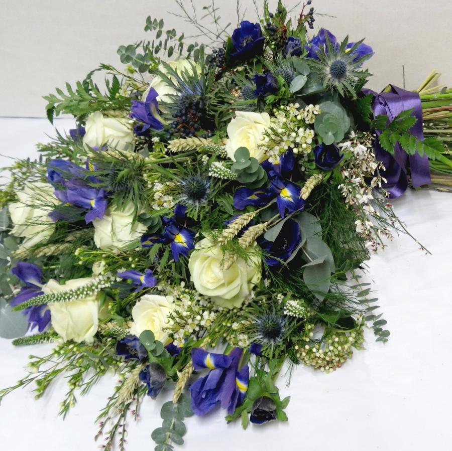 Funeral flowers photos funeral flowers florist northampton florist wellingborough source when a loved one friend or colleague passes we at narcissus are izmirmasajfo
