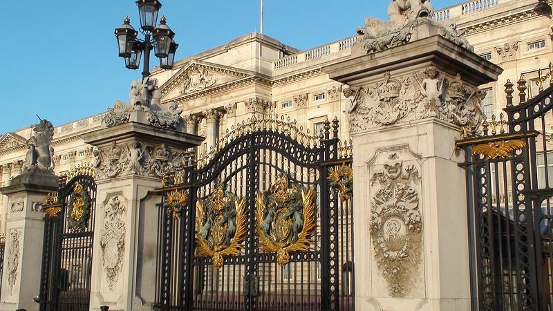Buckingham palace gates photos