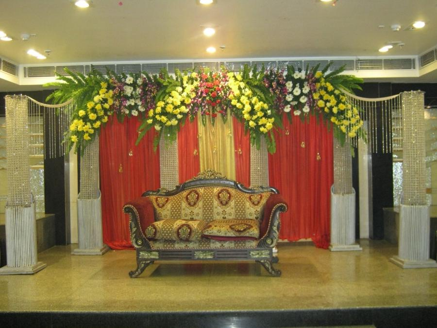 Delhi Wedding Flower Stage Decoration Ideas