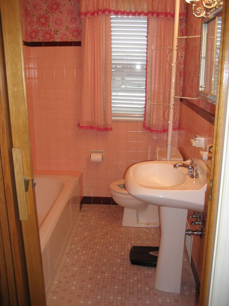 Pink bathroom photos for Bathroom decor pink