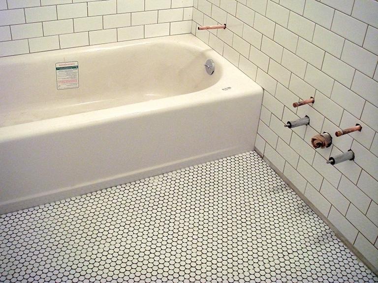 Penny round tile bathroom photos - Penny tile bathroom floor ...