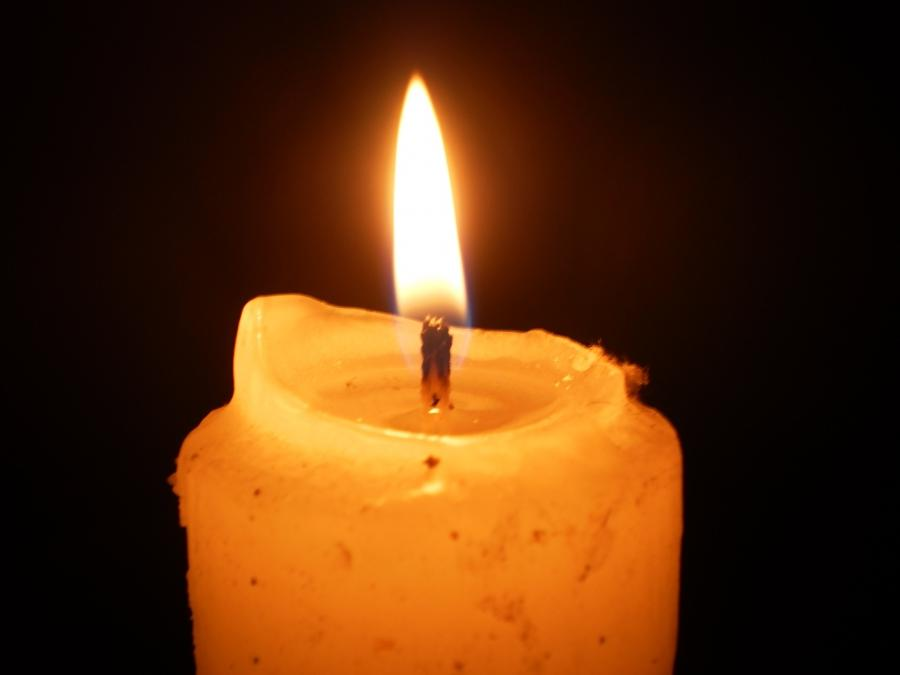 File:Lighted candle at night14.JPG