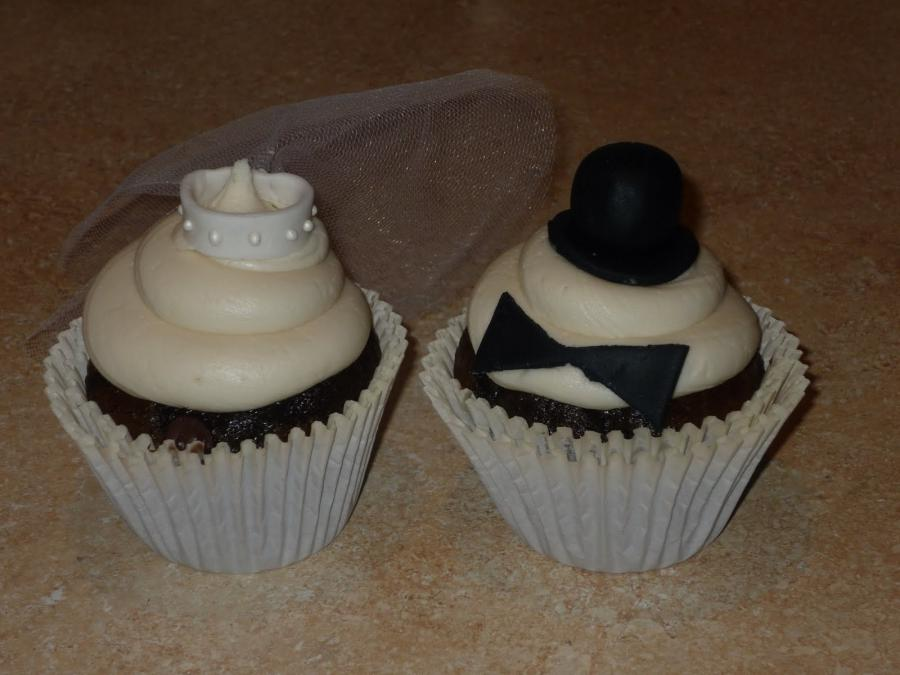 Bride groom cupcakes photos for 3 cakewalk terrace