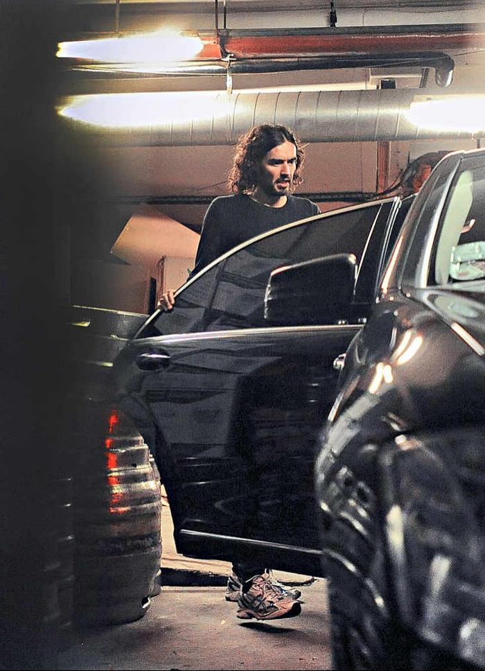... Russell Brand climbs into his Mercedes