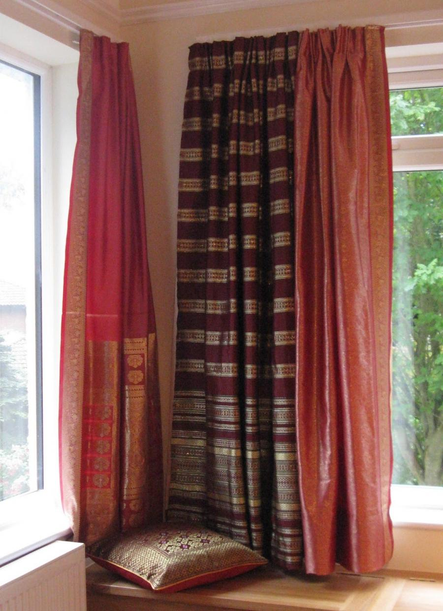 there are five separate curtains and each has a separate lining
