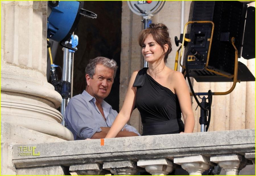penelope cruz birthday balcony photo shoot 04