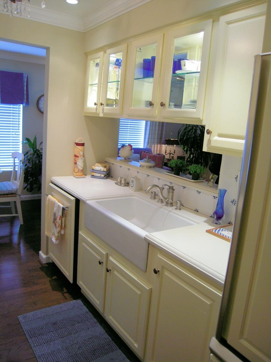 Country gallery kitchen photo for Country galley kitchen designs