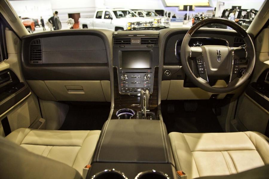 Lincoln Navigator Interior Photos