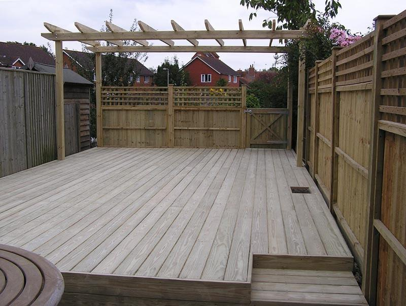 Photos gardens decking for Beautiful garden decking