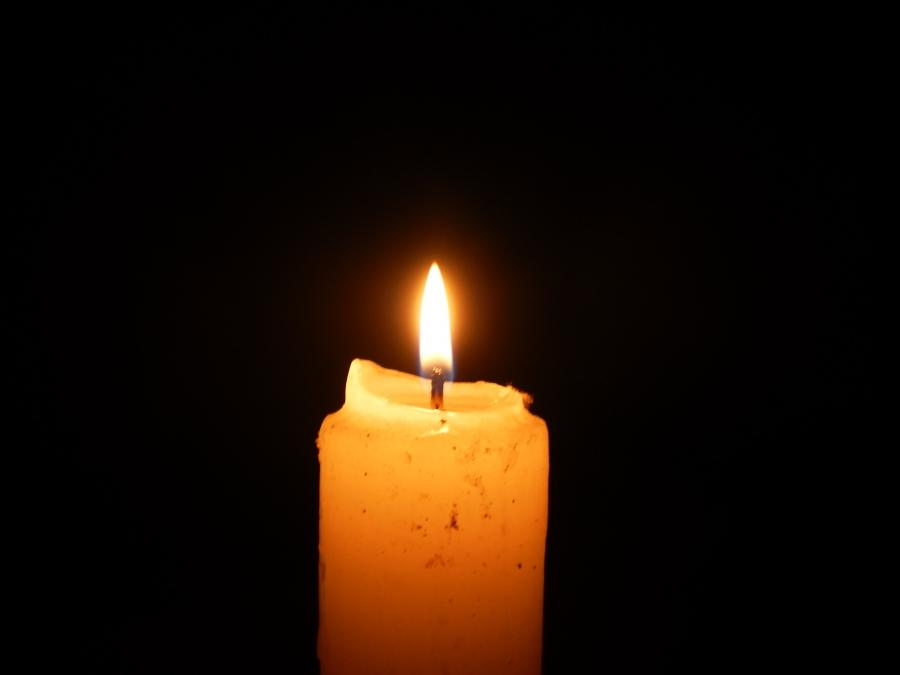 File:Lighted candle at night5.JPG