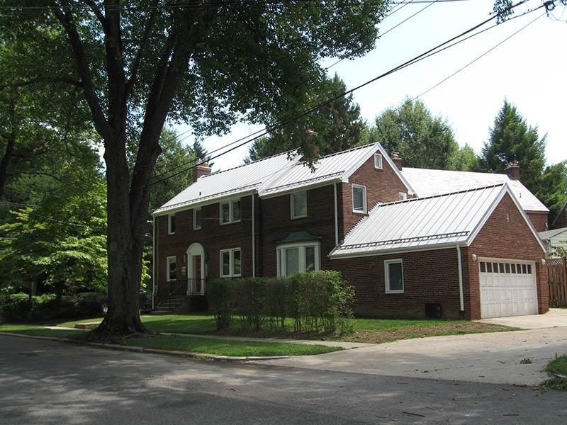Brick homes with metal roofing photos for Metal roof pictures brick house