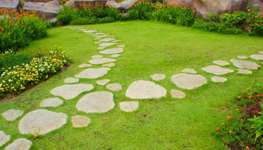garden stepping stones photos
