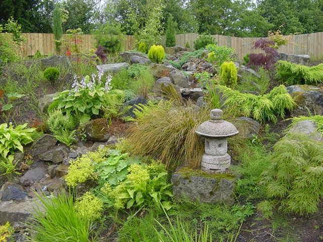 Sloping garden design ideas photos for Garden design ideas sloping site