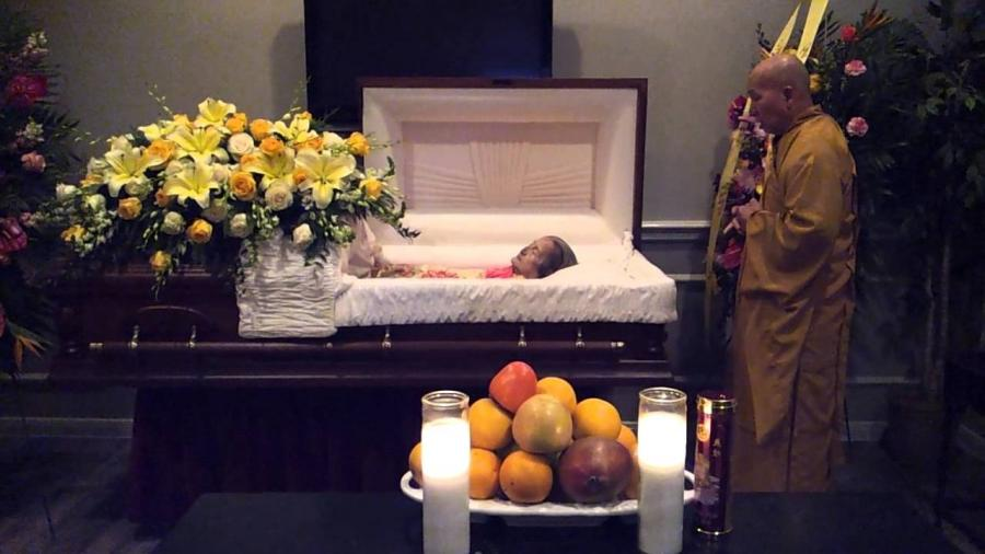 Bernie mac in his casket photos