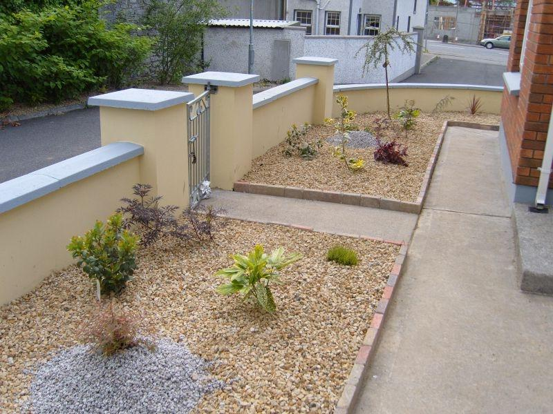 Low maintenance front garden photos for Low maintenance bushes for front of house