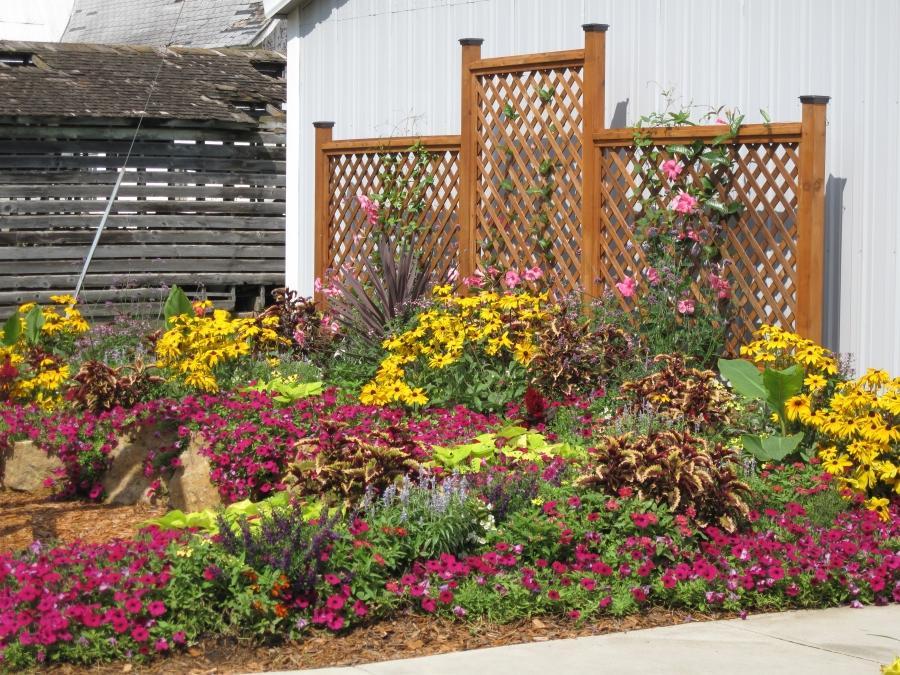 Flower garden landscape photos - Beautiful flower bed ideas ...