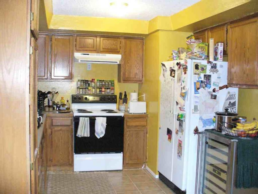 Decorating gallery photos of yellow wall kitchen for Kitchen decorating ideas yellow walls
