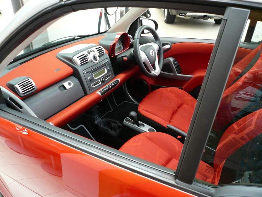 smart car interior photos. Black Bedroom Furniture Sets. Home Design Ideas