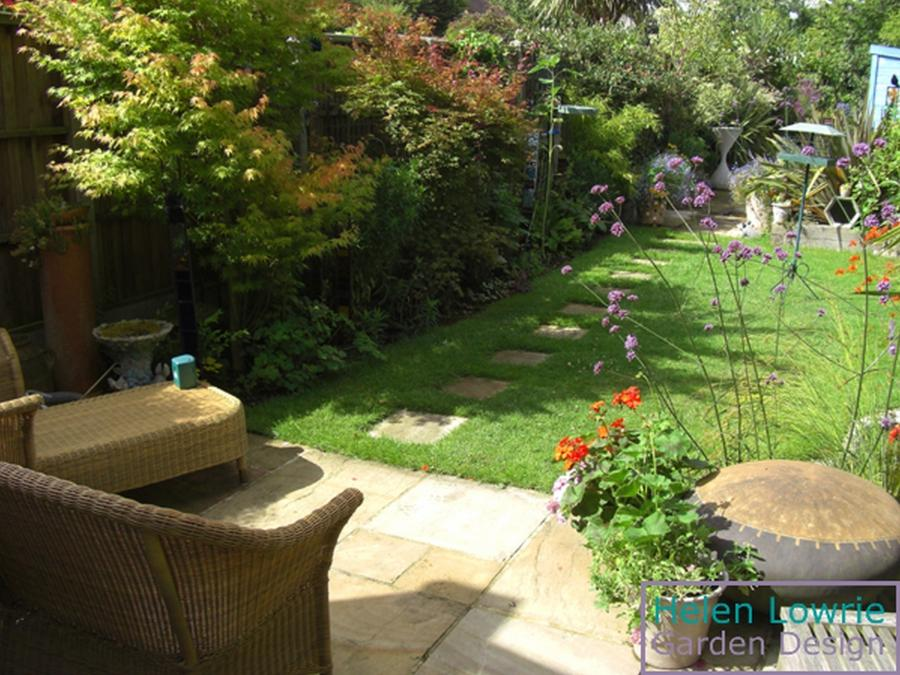 Photos of designs for small gardens for Small garden design pictures gallery