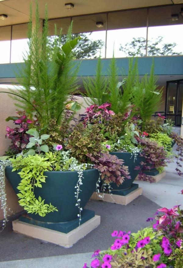 Outdoor flower pot arrangement photos for Garden design ideas with pots