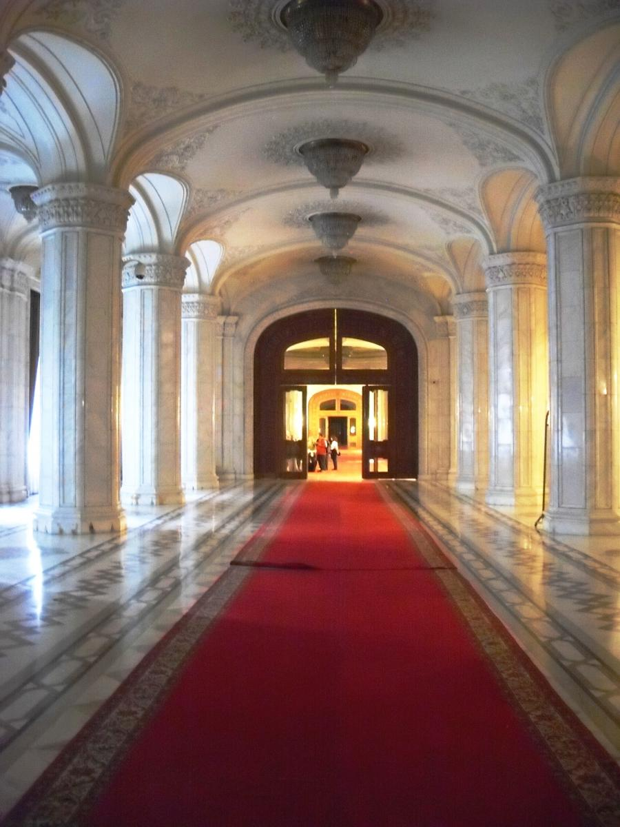File:View of the corridor of the Parliament.JPG