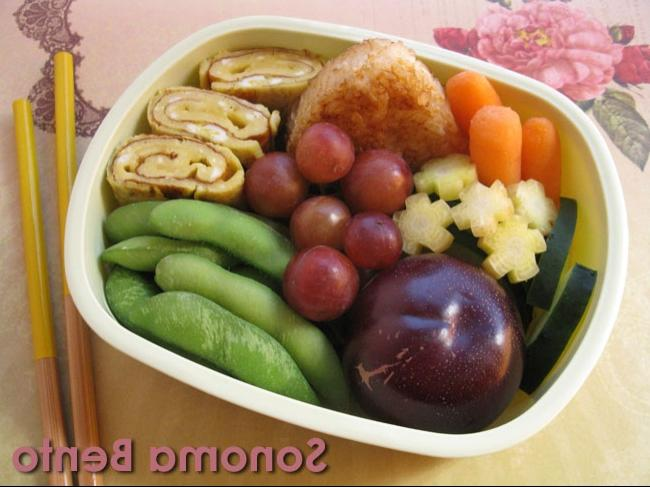 And here is a bento I made recently with some farmers market...