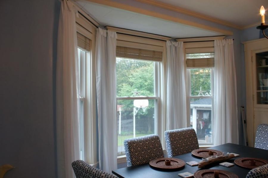Photos of curtains on bay windows for Bay window kitchen curtains ideas