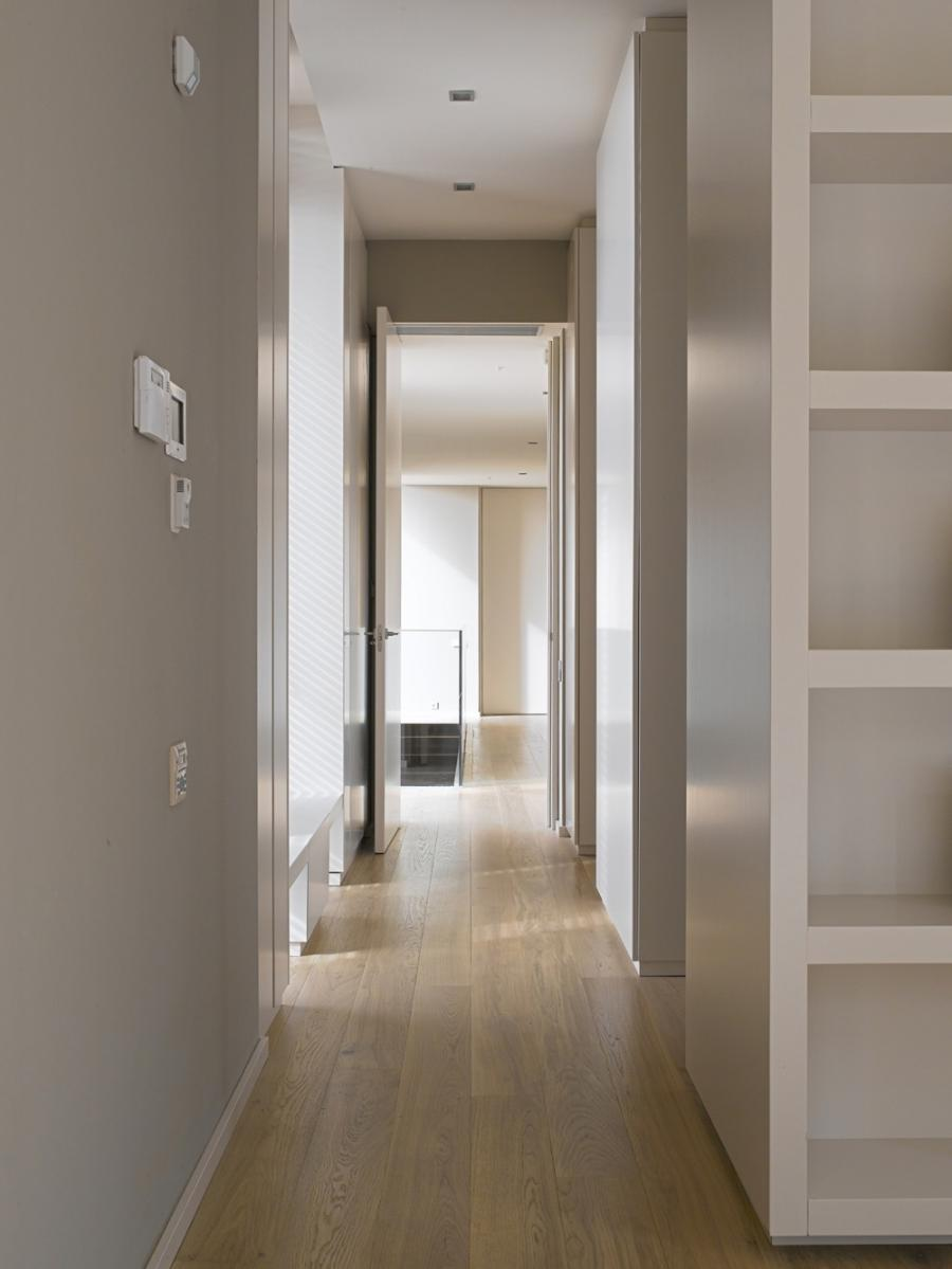 Original size (1000 x 1333 px) :: (Hallway, Contemporary Home in...