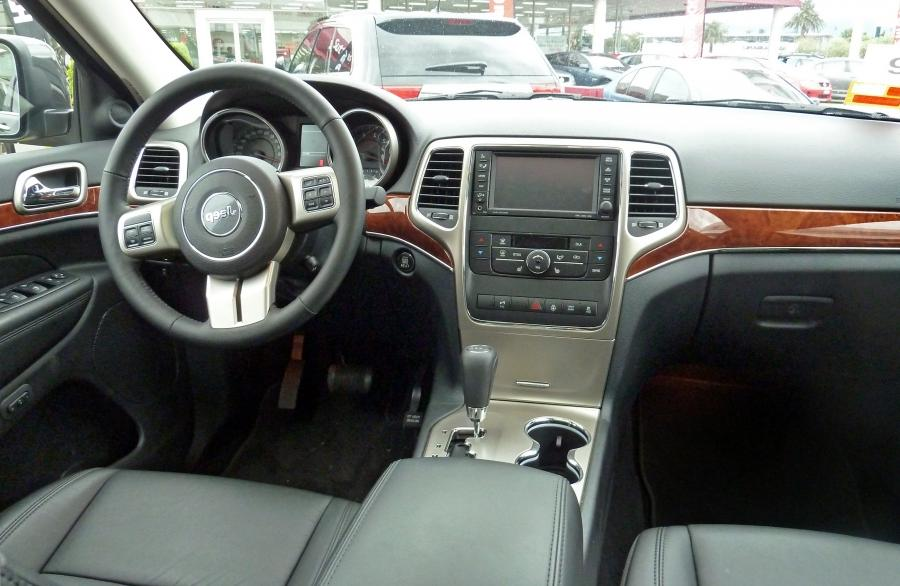2005 Jeep Grand Cherokee Laredo Interior Photos