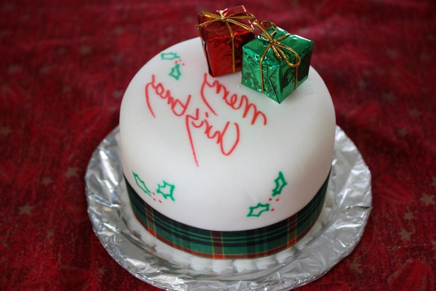 Christmas cake decoration photos