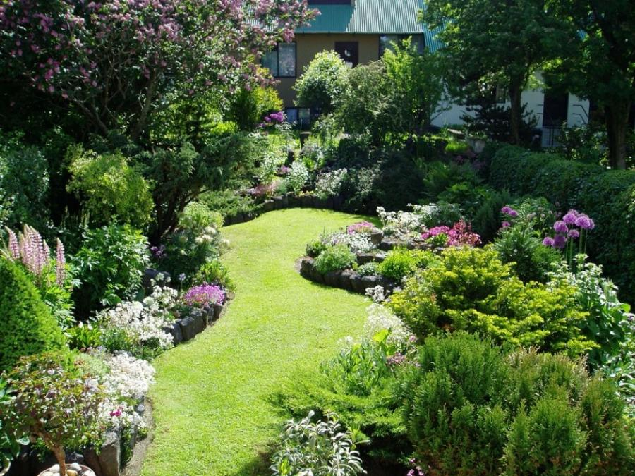 Beautiful Home Gardens Photos