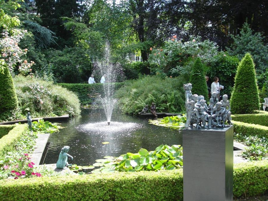 Small beautiful gardens photos for Beautiful small gardens
