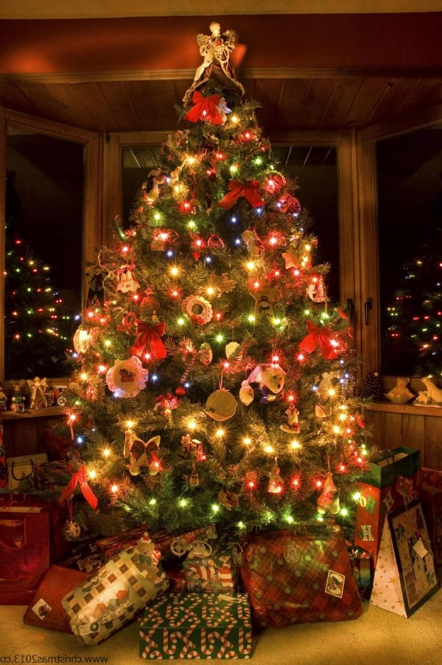 Christmas Tree With Decorations Photos