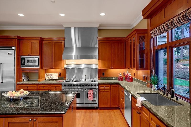 Staged Kitchens Photos