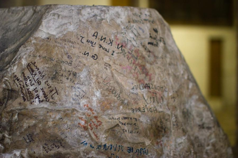 File:Graffiti on a stone in Church of the holy supulchure...