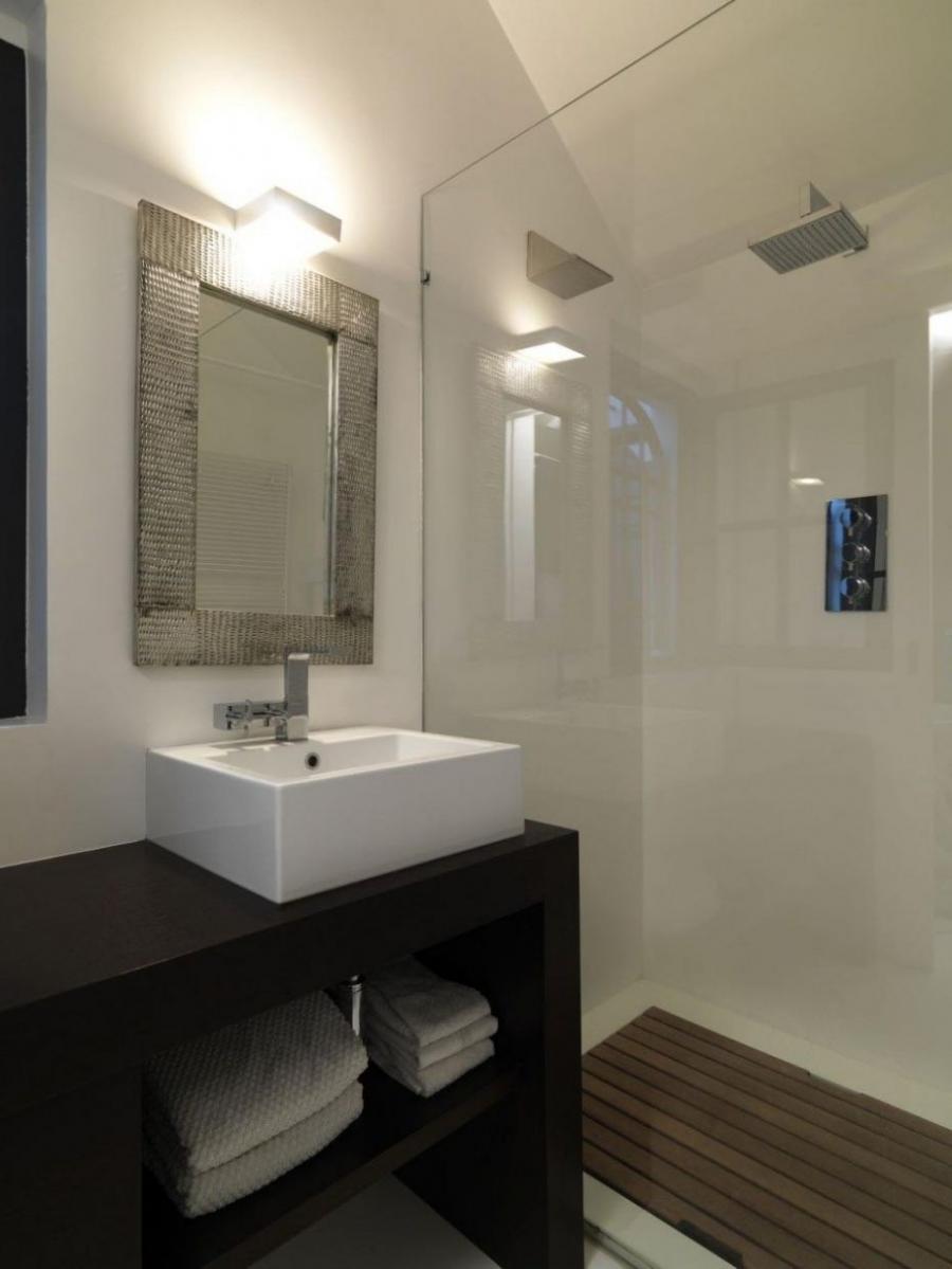 Interior design small bathroom photos for Small bathroom interior