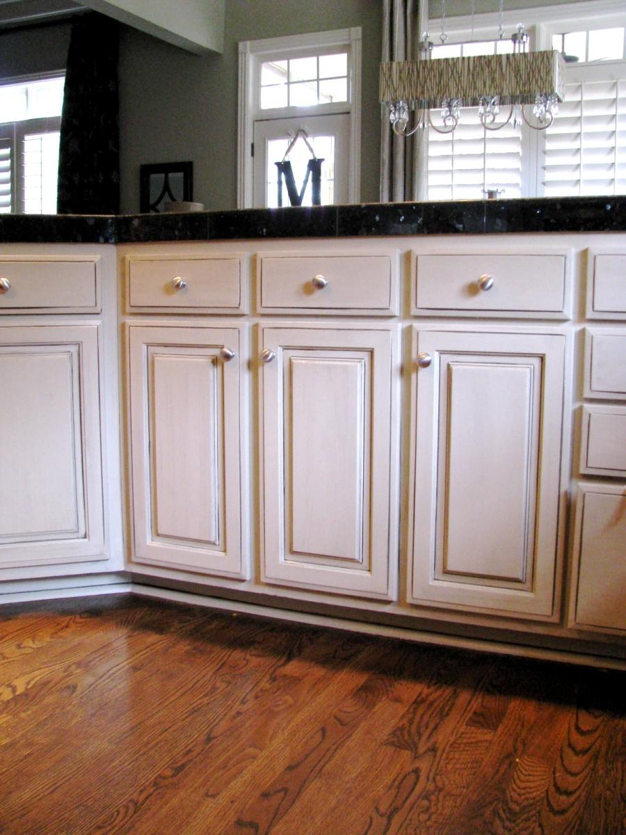 White glazed cabinets photos - Off white cabinets with chocolate glaze ...