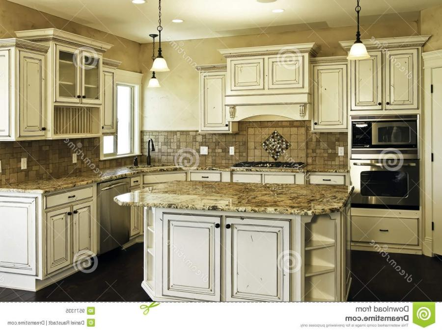 White distressed kitchen cabinets why you should buy for Kitchen cabinets distressed white