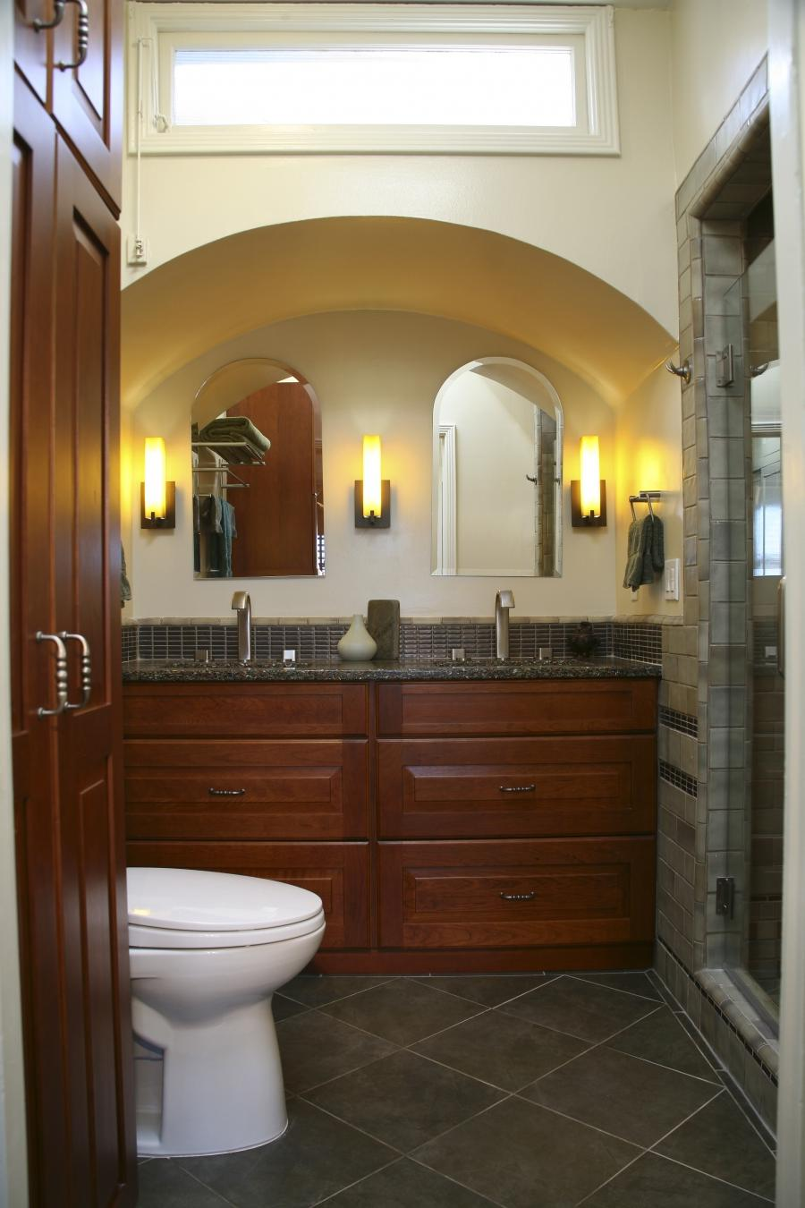 Photos arts crafts bathrooms for Arts and crafts bathroom lighting