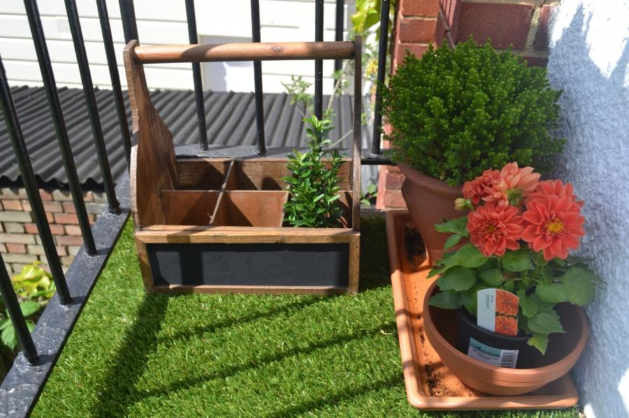 Cute Balcony Garden Besign Ideas