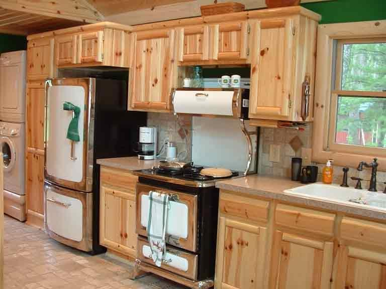 Photos of knotty pine kitchens for Knotty pine kitchen cabinets