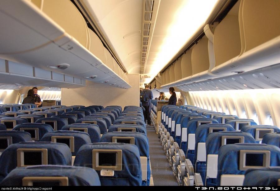 Boeing 777 interior photos united airlines for Boeing 777 interior
