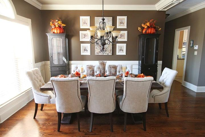 Photos decorated dining room tables for Dining room table arrangements