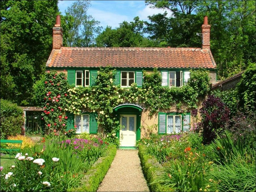 People love to go to the country cottage gardens is mainly for...